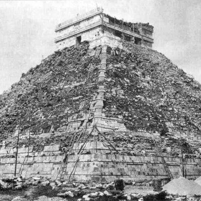 Ancient-Chichen-Itza-1.jpg